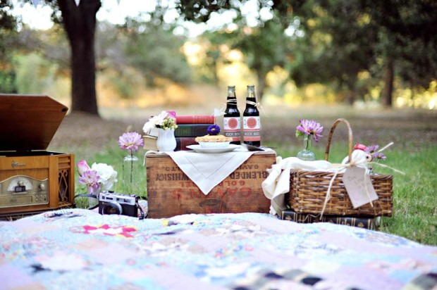 Pic-Nic-Lunch-Outside