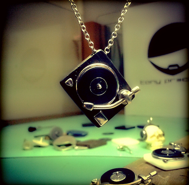 turntable necklace-vinyl necklace-turntable jewellery