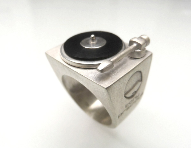 vinyl ring-turntable ring-turntable jewellery