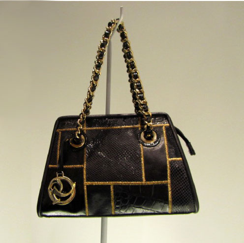 gold-seams-bag-with-chain